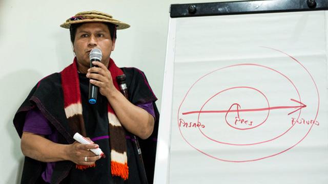 Jeremias Tunubalá Ullune facilitating a training in Govan Glasgow in 2016